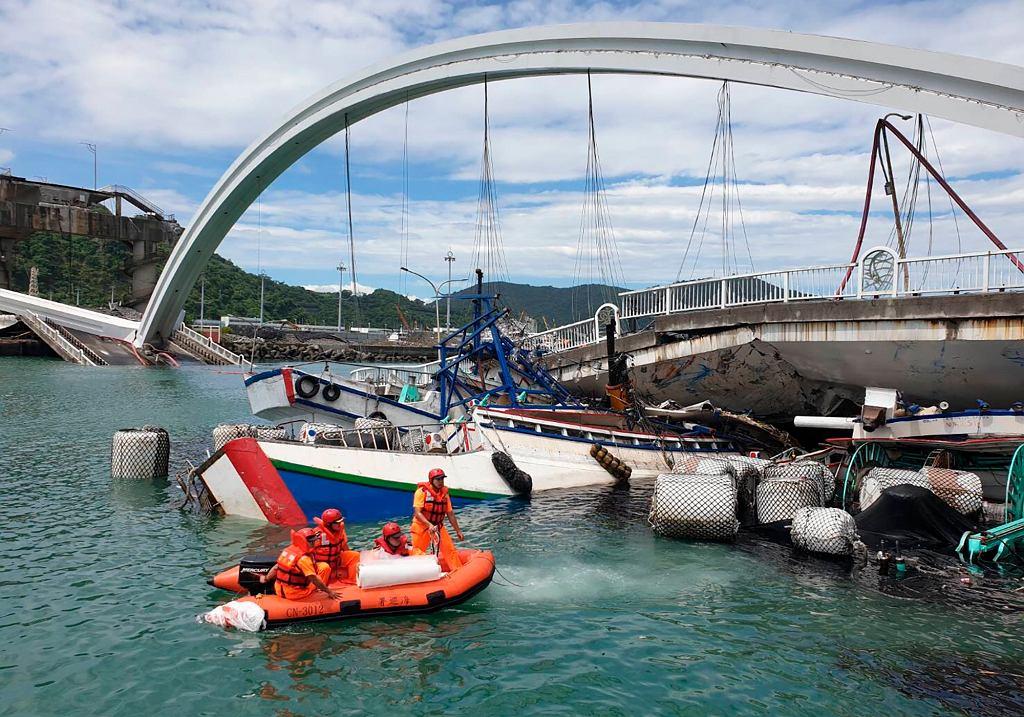 Tajwan: Zawalił się 150-metrowy most.
