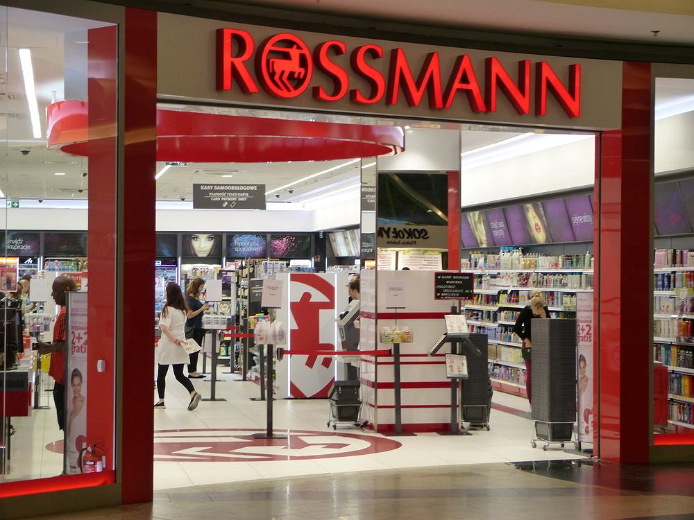 Festiwal promocji Rossmann. 1+1 gratis - na czym polega, kto może skorzystać i jakie kosmetyki obejmuje?