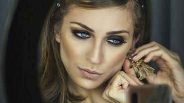 Jak wykonać prosty i efektowny makijaż w stylu smokey eyes?