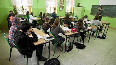 Lekcja języka polskiego w Gimnazjum nr 22 w Bielsku-Białej. Zdjęcie ilustracyjne