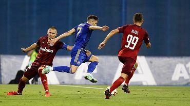 Artur Jędrzejczyk, Luka Ivanusec i Bartosz Slisz podczas meczu Dinamo Zagrzeb-Legia Warszawa