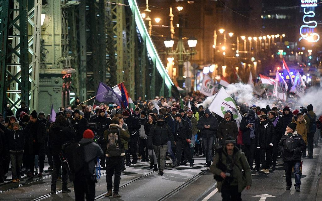 Protesty na Węgrzech przeciwko 'ustawie niewolniczej'