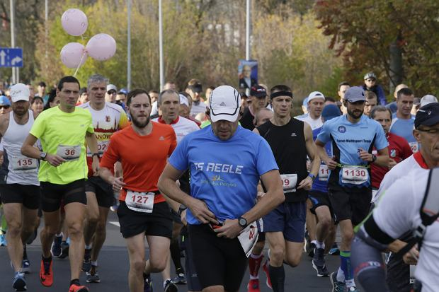 Zdjęcie numer 54 w galerii - Ponad 1200 biegaczy na starcie 37. Toruń Maraton, wygrał Łukasz Oskierko [ZDJĘCIA]