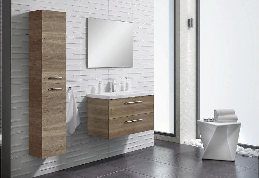 Szafki łazienkowe w kolorze naturalnego drewna.
