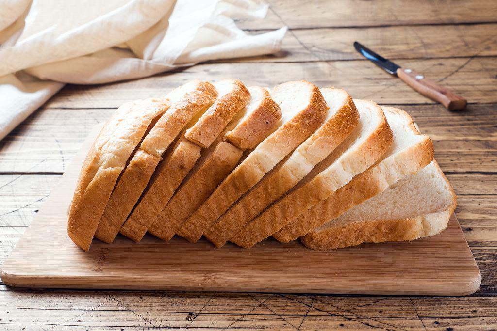 Kupne chleby tostowe straszą składem? Oto prosty i szybki przepis na domowy chleb tostowy.
