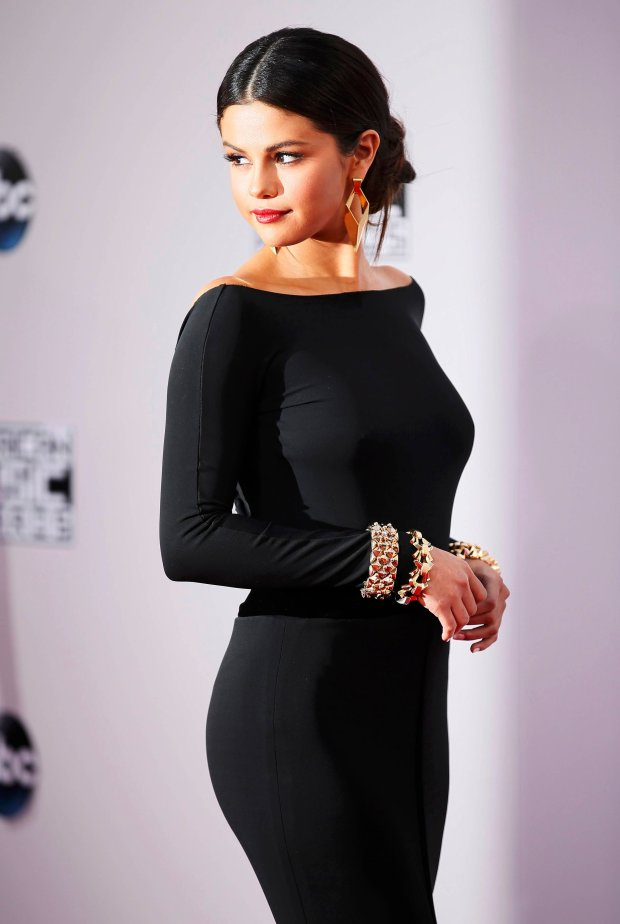 Singer Selena Gomez arrives at the 42nd American Music Awards in Los Angeles, California November 23, 2014.  REUTERS/Danny Moloshok    (UNITED STATES-Tags: ENTERTAINMENT)(MUSIC-AMERICANMUSICAWARDS-ARRIVALS)