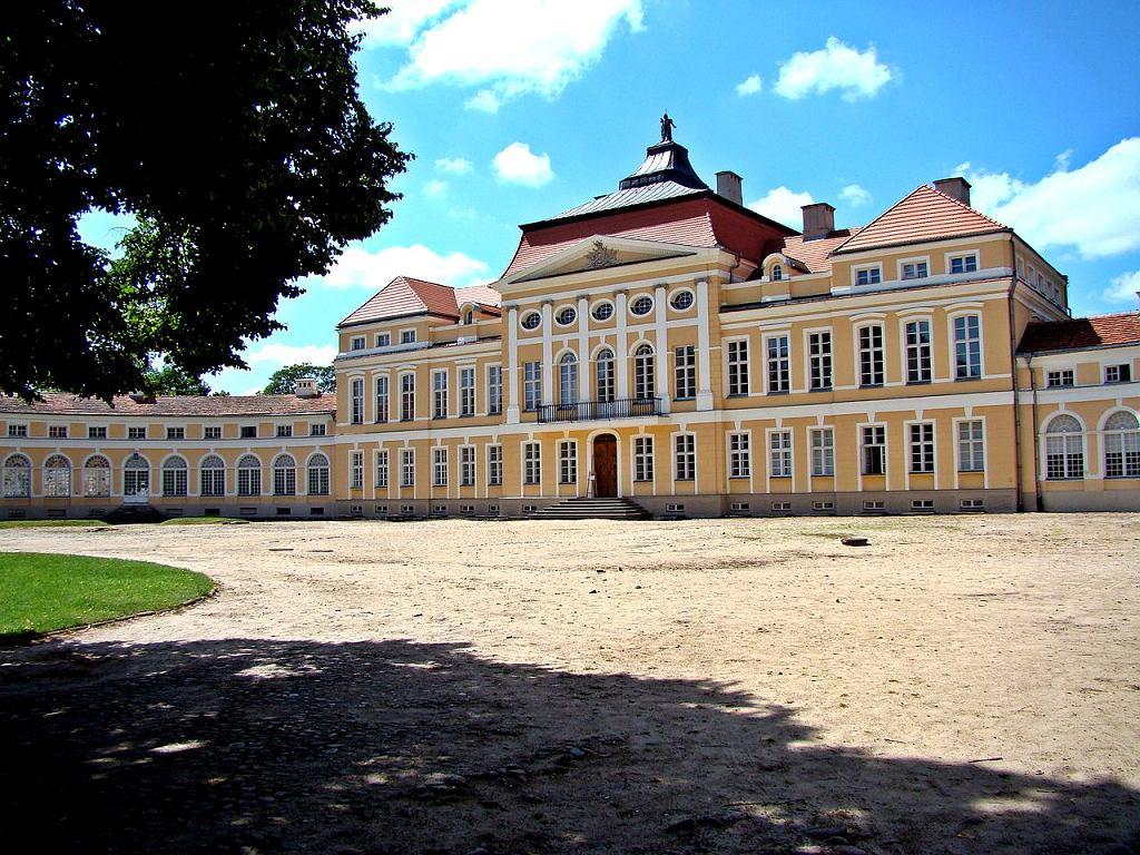 Rogalin, zespół pałacowy / Fot. Kaczan, Wikimedia CC BY-SA 3.0 pl