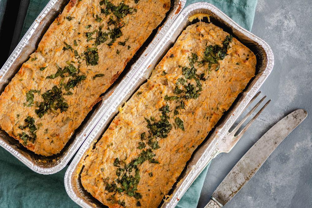Dobry pasztet z królika to wspaniały dodatek do chleba, ale także elegancka potrawa do podania na przyjęciu