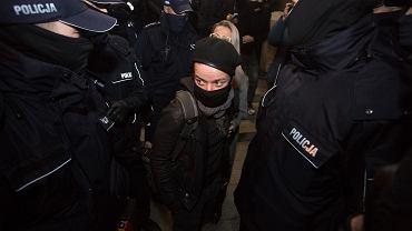23.11.2020, Warszawa, komenda policja przy ul. Wilczej, fotoreporterka Agata Grzybowska zwolniona.