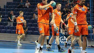Paweł Krupa (z piłką) z Pogoni
