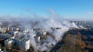 Awaria sieci ciepłowniczej - pękła, metrowej średnicy rura, dostarczająca gorącą wodę. Warszawa, Mokotów, 11 grudnia 2019
