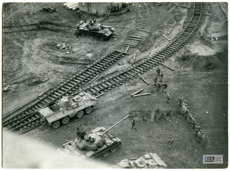 Zdjęcie numer 2 w galerii - Nieznane zdjęcia z Grudnia '70. Pierwsze, które pokazują stanowisko strzeleckie