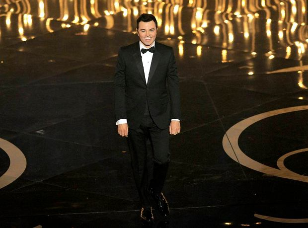 Host Seth MacFarlane speaks onstage during the Oscars at the Dolby Theatre on Sunday Feb. 24, 2013, in Los Angeles.  (Photo by Chris Pizzello/Invision/AP) SLOWA KLUCZOWE: Oscars;Oscar