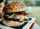 Dwie wegańskie przekąski do 500 kalorii. Tak przygotujesz roślinne fast foody w zdrowszej wersji