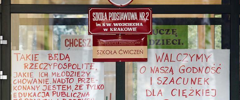Strajk nauczycieli coraz bliżej. Strajk włoski - co to jest? Na czym polega?