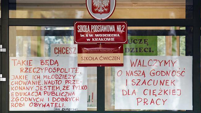 Protest nauczycieli coraz bliżej. Strajk włoski - co to jest? Na czym polega?