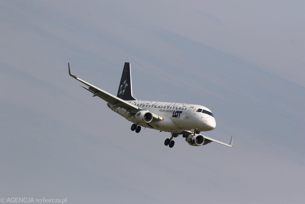 Samolot linii lotniczych LOT.