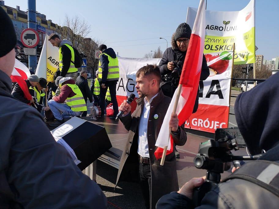 Protest rolników, duże utrudnienia w Warszawie. Wyją syreny. 'Ostatni krzyk polskiej wsi'