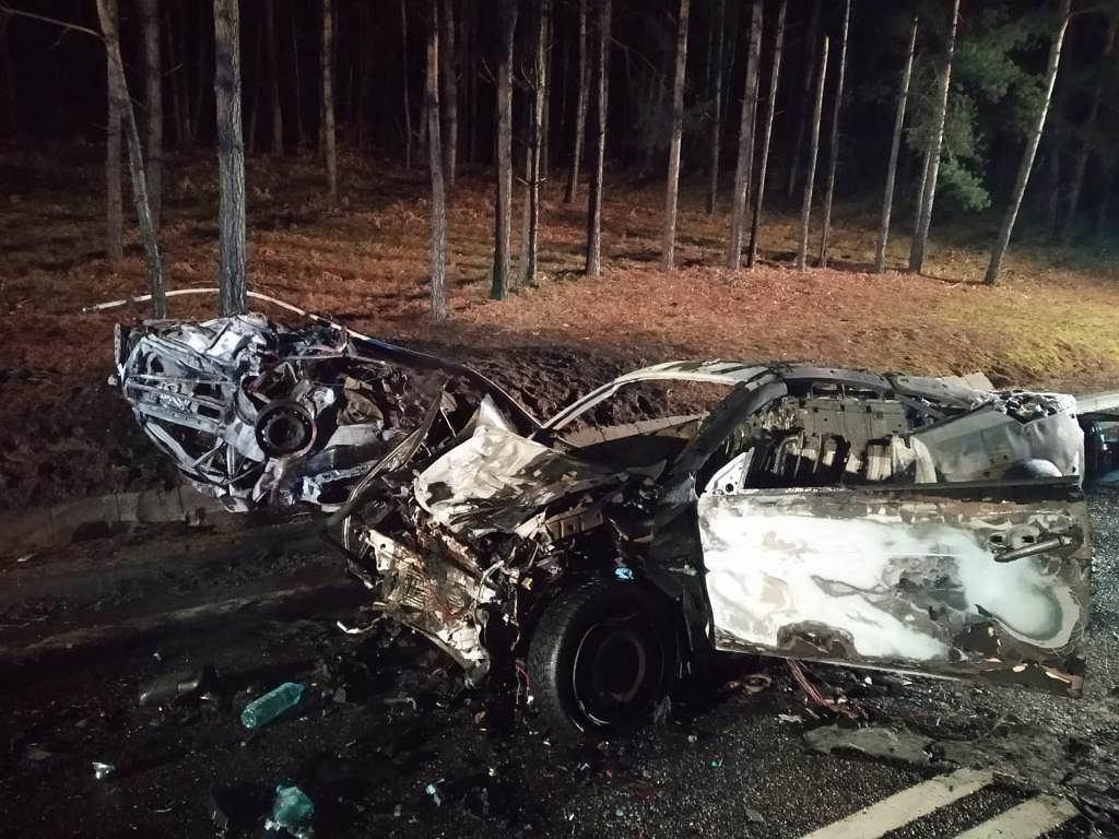 Mazury. Tragiczny wypadek na DK16. W samochodzie znaleziono spalone ciało