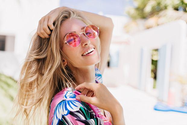 Jak naturalnie rozjaśnić włosy? Pięć sprawdzonych sposobów do wykorzystania w domu