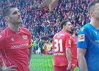 Kolejny mecz Bundesligi przerwany! Rafał Gikiewicz ruszył rozmawiać z ultrasami