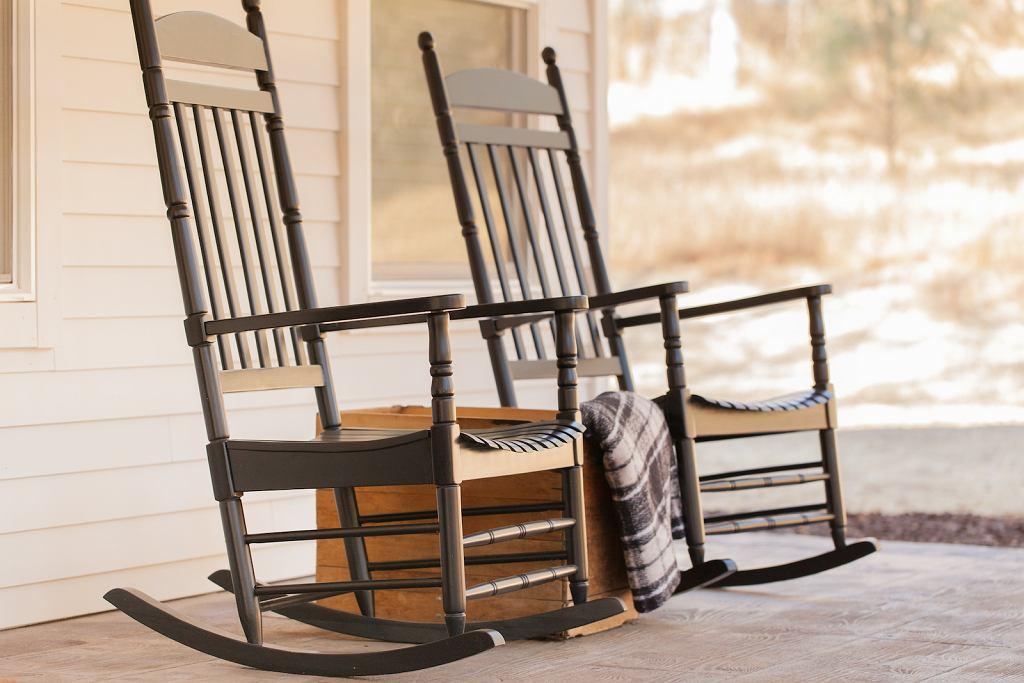 Fotel na biegunach na jednej z amerykańskich werand.