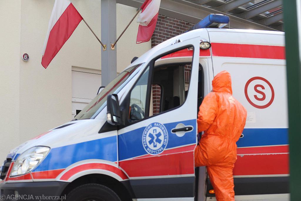 Ratownicy medyczni wciąż są w niebezpieczeństwie z powodu niefrasobliwości pacjentów.