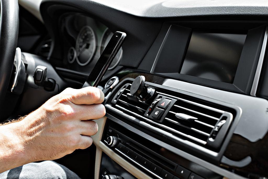 Akcesoria samochodowe to idealny wybór na prezent dla osoby spędzającej dużo czasu za kółkiem. Zdjęcie ilustracyjne, Blachkovsky/shutterstock.com