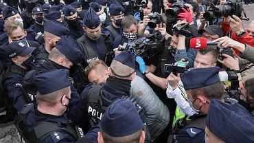 Policja: Jeden z zatrzymanych podczas sobotniego protestu ma powszechne objawy zakażenia. Przyjechał ze Śląska