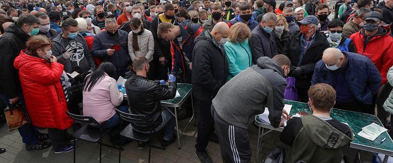 Białorusini stoją w kolejkach poparcia dla opozycyjnych kandydatów