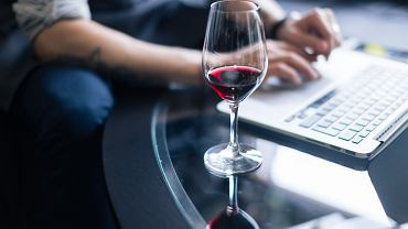 Praca zdalna i alkohol