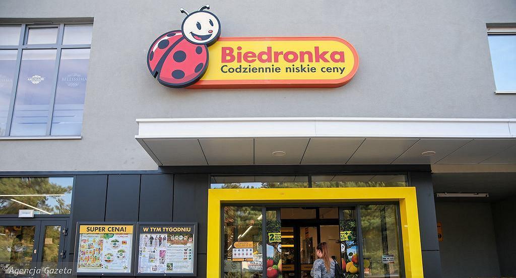 Biedronka sprzedaje kosmetyki do makijażu polskiej marki. Kosztują mniej niż 14 zł (zdjęcie ilustracyjne)