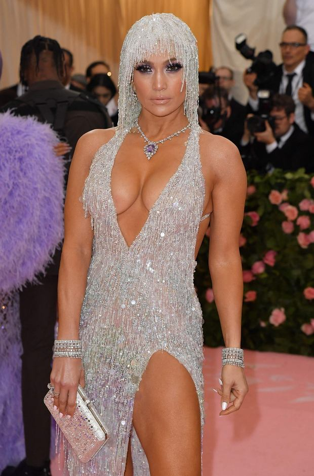 ISinger Jennifer Lopez arrives for the 2019 Met Gala at the Metropolitan Museum of Art on May 6, 2019, in New York. - The Gala raises money for the Metropolitan Museum of Arts Costume Institute. The Galas 2019 theme is Camp: Notes on Fashion' inspired by Susan Sontags 1964 essay 'Notes on Camp'. (Photo by ANGELA WEISS / AFP)