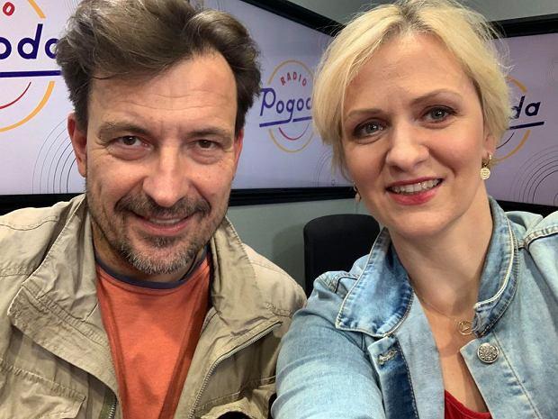 Dariusz Kordek i dziennikarka Anna Stachowska w studiu Radia Pogoda