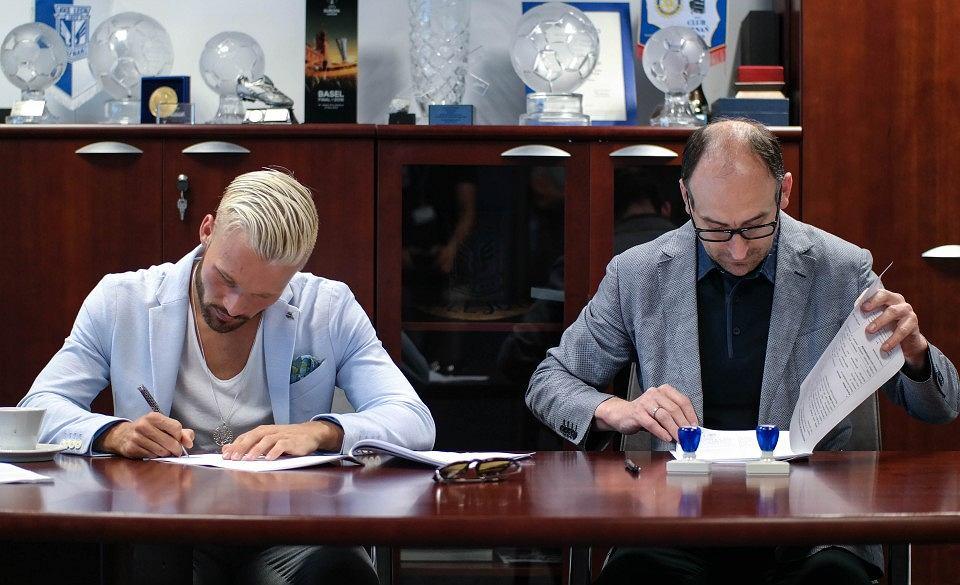 Nicklas Baerkroth podpisuje kontrakt z Lechem