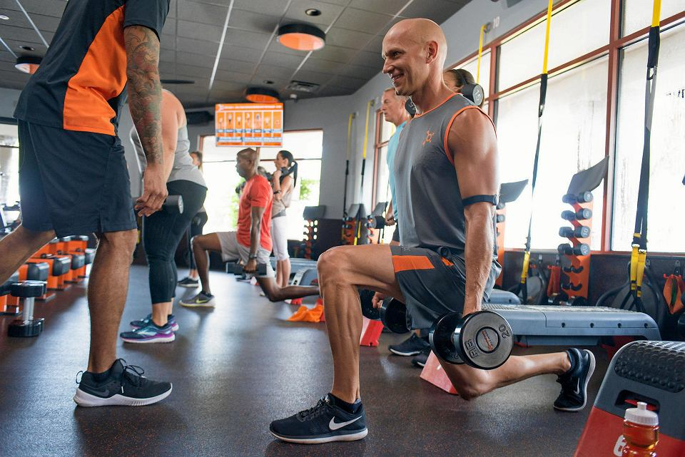 Trening w studiu Orangetheory Fitness