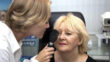 Badanie dna oka jest zupełnie bezbolesne i trwa nie dłużej niż 15 minut. Do jego wykonania wykorzystuje się oftalmoskop