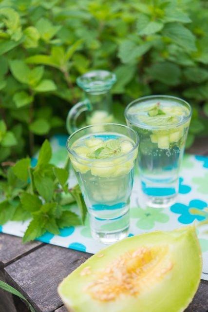 Mietowa lemoniada z ogrodu