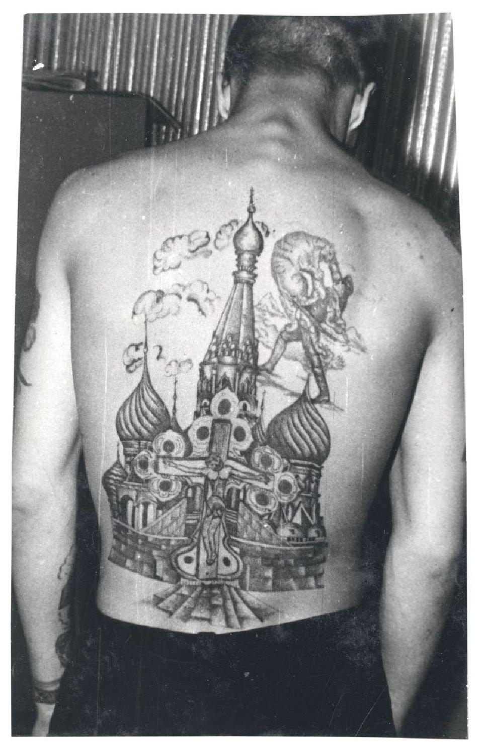 Tatuaż Może Przedstawiać Historię życia Więźnia Opisywać