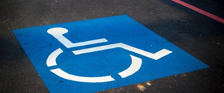 500 plus dla niepełnosprawnych. Kto może je otrzymać? Kryteria ZUS