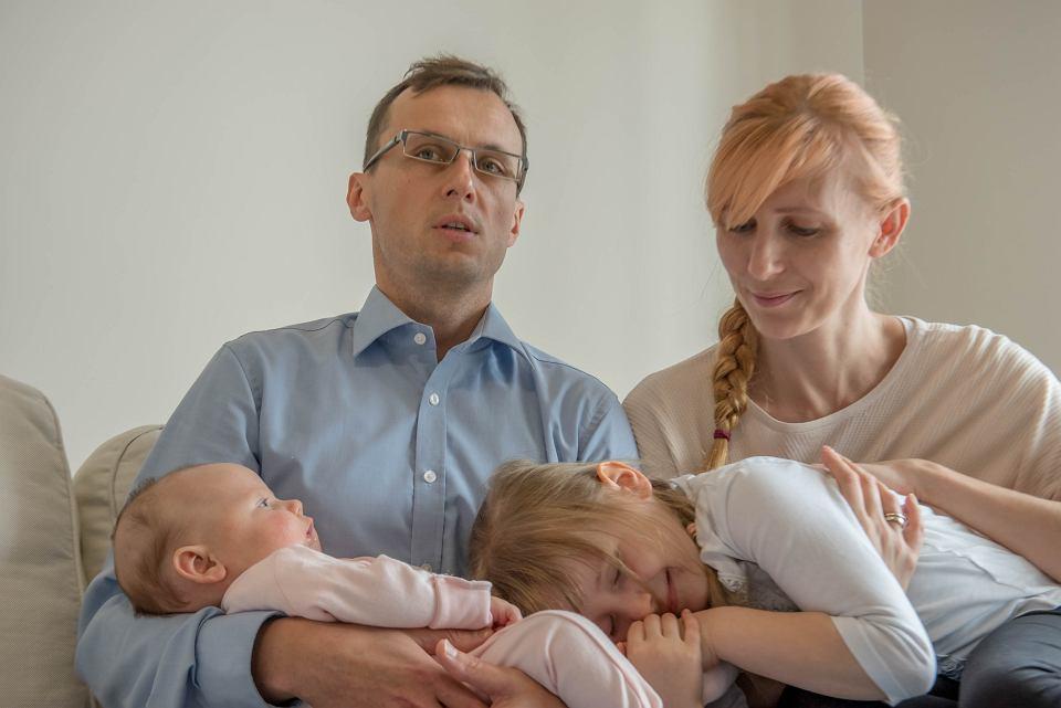 Zielona Góra, październik 2020. Michał i Joanna Orłowscy, ich czteromiesięczna Ania choruje na SMA - rdzeniowy zanik mięśni
