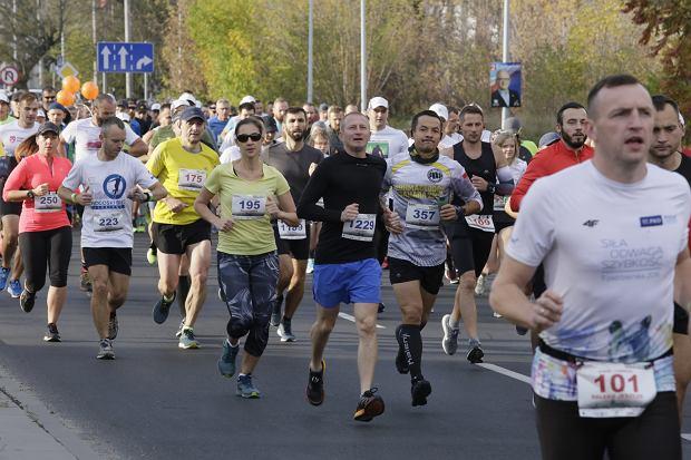 Zdjęcie numer 68 w galerii - Ponad 1200 biegaczy na starcie 37. Toruń Maraton, wygrał Łukasz Oskierko [ZDJĘCIA]