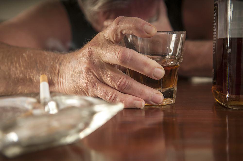 Rak przełyku najczęściej dotyka osoby nadużywające alkoholu (zwłaszcza wysokoprocentowego), palące papierosy oraz stosujące niewłaściwą dietę