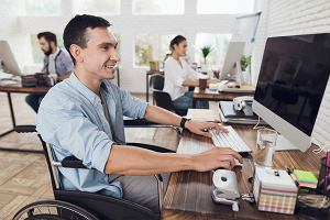 Niepełnosprawny pracownik. Co musi mu zapewnić pracodawca?