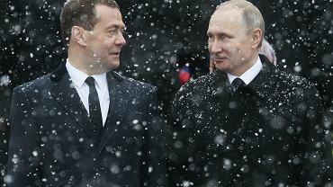 Prezydent Władimir Putin i premier  oraz były - a może  i przyszły - prezydent Dmitrij Miedwiediew