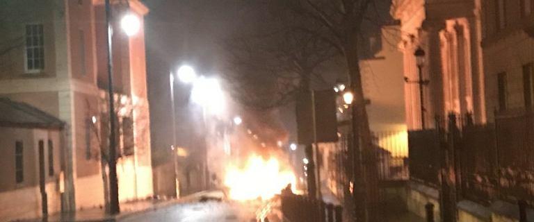 Wybuch samochodu pułapki przed sądem w Londonderry w Irlandii Północnej