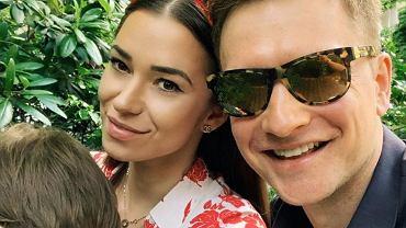Kuba Wesołowski z żoną i córką
