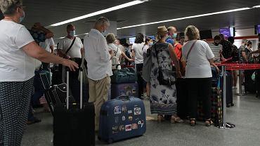 """Unia Europejska usunęła sześć krajów z listy """"bezpiecznych podróży"""". Będą ściślejsze kontrole"""
