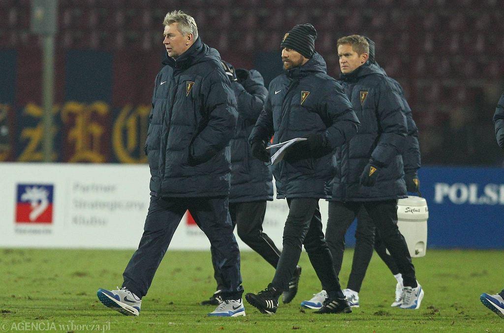 Jan Kocian i Maciej Stolarczyk (w środku) podczas meczu Pogoni z Koroną w grudniu 2014