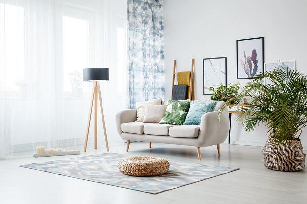 Lampa podłogowa do salonu - jak wybrać najlepszą?